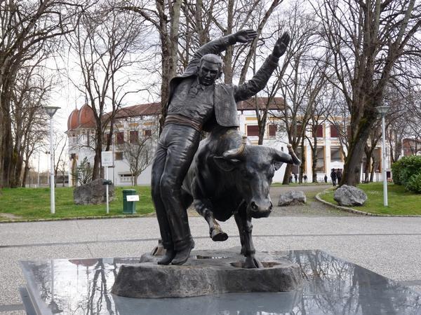 Dax statue